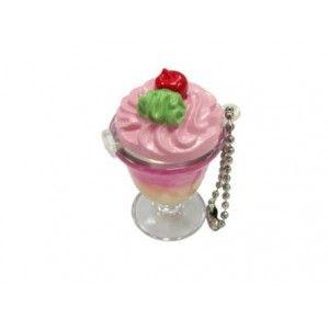 Bálsamo brillo de labios en copa de helado cuelga móvil    Articulo: Originales brillos labiales presentados en copa de helado, estos originales bálsamos labiales harán que sus invitados tengan una brillante sonrisa y unos labios perfumados.    Cada brillo tiene una olor diferente, es un regalo ideal para cualquier ocasión, y sobre todo para sorprender a tus invitados!.      Se sirve en los 6 sabores surtidos que aparecen en las fotos individuales; Vainilla, Naranja, Fresa, Sandía, Coco…