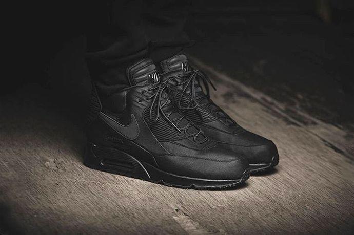 Nike Air Max 90 Sneakerboot Winter Black/Black | Max black, Air max and  Winter