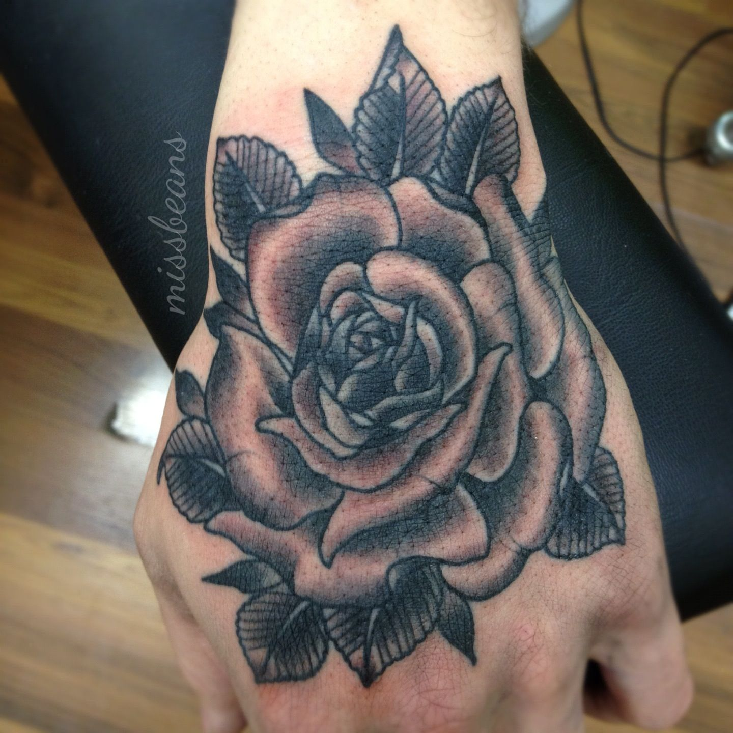 rose hand tattoos images pictures becuo tatuaje en la mano rosa pinterest rose hand. Black Bedroom Furniture Sets. Home Design Ideas