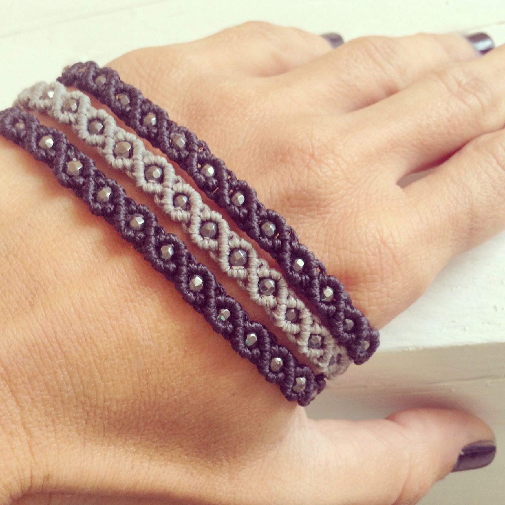 semi precious bracelets macrame bracelets pinterest bracelet macram macram et bijoux. Black Bedroom Furniture Sets. Home Design Ideas