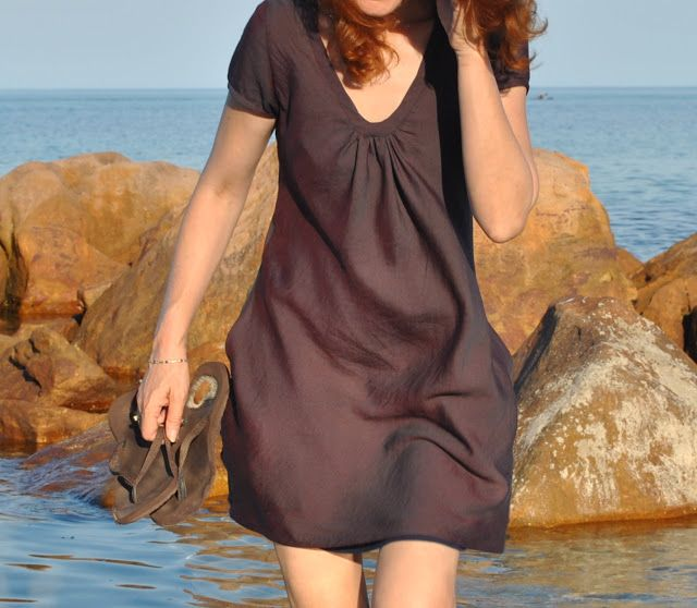 Burda 6/2011, Dress 102    http://www.burdastyle.com/pattern_store/patterns/062011-v-neck-dress-with-front-pleats