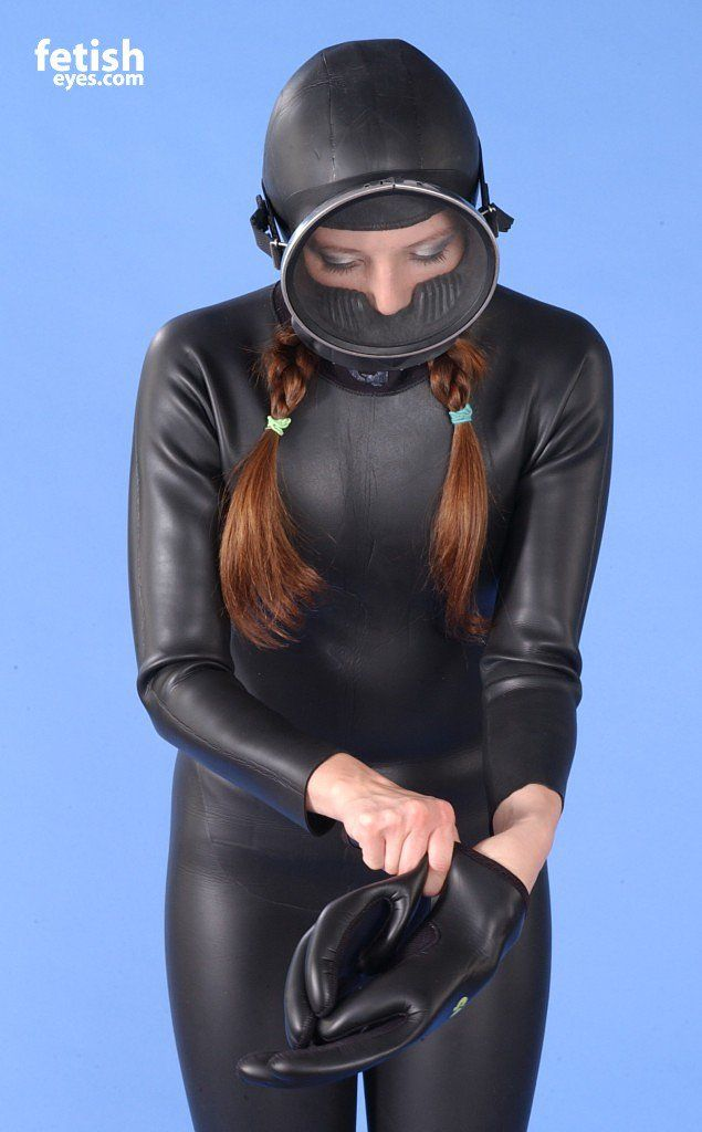 Find wetsuit fetish lovers