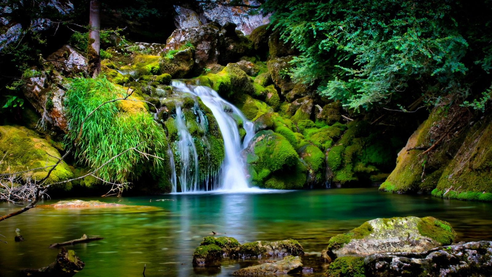 Awesome Nature Wallpapers Free Waterfall Scenery Waterfall Wallpaper Beautiful Nature Wallpaper