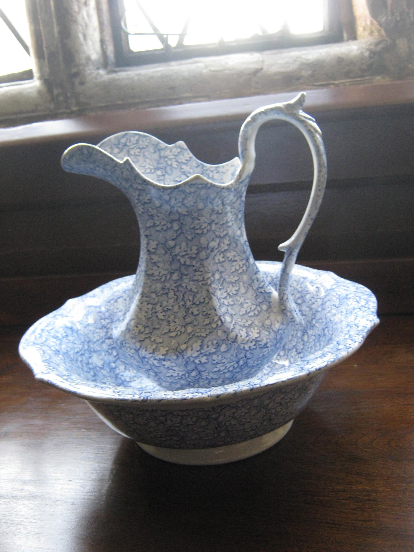 blue white pitcher wash bowl set pitcher basin pinterest bowl set bowls and. Black Bedroom Furniture Sets. Home Design Ideas