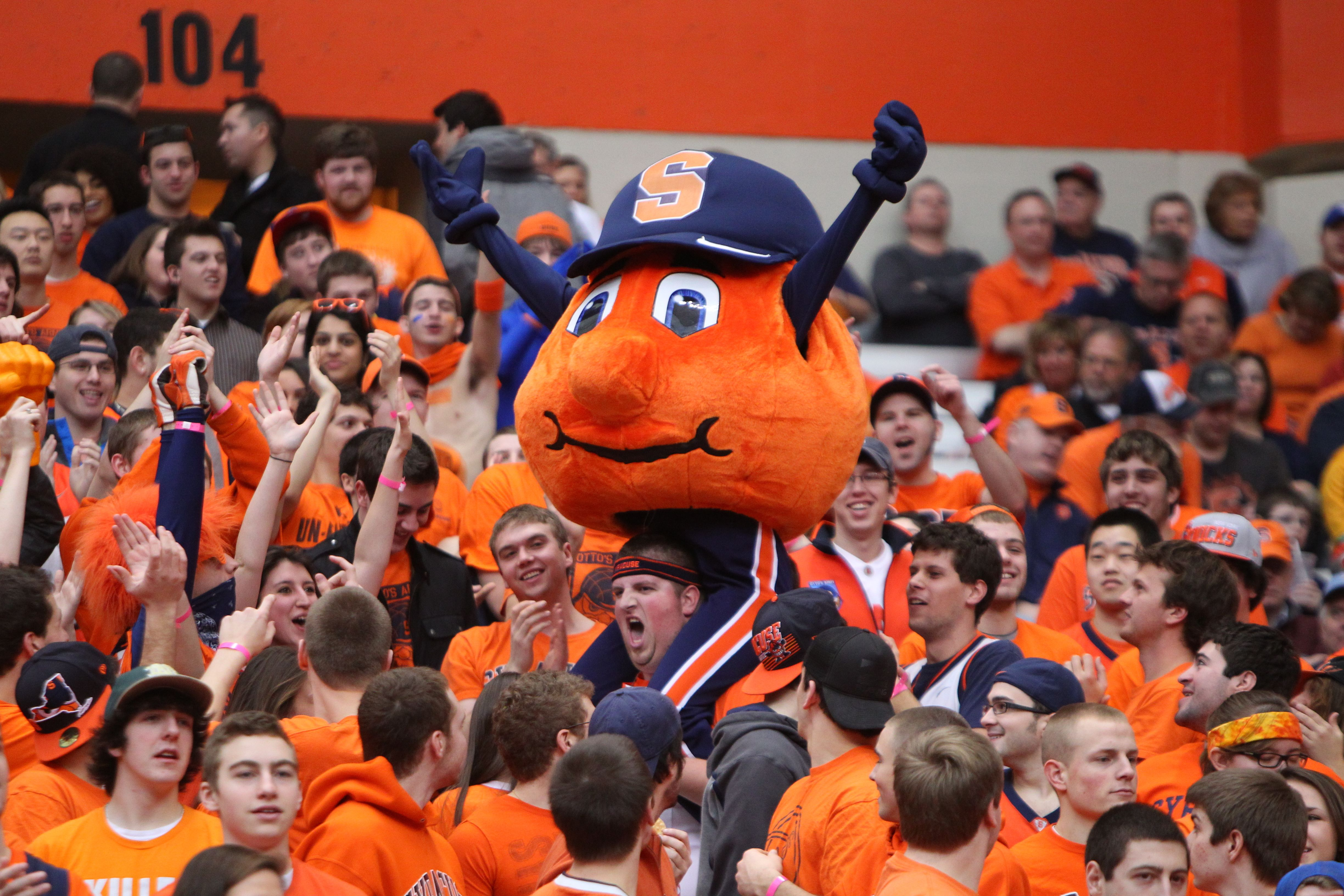 I'M IN THIS PICTURE AND SO ARE MY FRIENDS! Syracuse