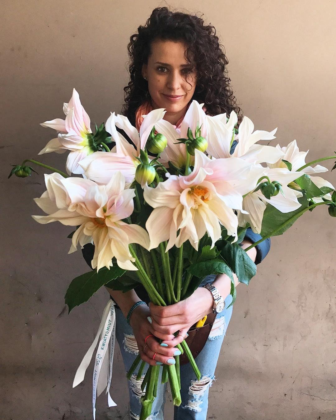 Polubienia 1 722 Komentarze 25 Kwiaciarnia Kwiaty Amp Miut Kwiatyimiut Na Instagramie Kwiatyimiut Kwiatysap Instagram Posts Instagram Rose