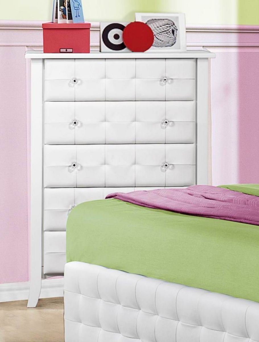 Best Amazon Com Homelegance Sparkle Tufted 5 Drawer Chest In 640 x 480