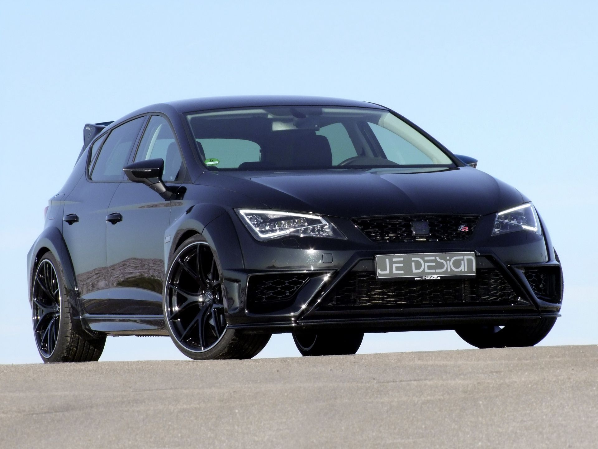 foto de JE Design makes widebody kit for the Seat Leon FR 5F JE DESIGN starts 2017 on full throttle