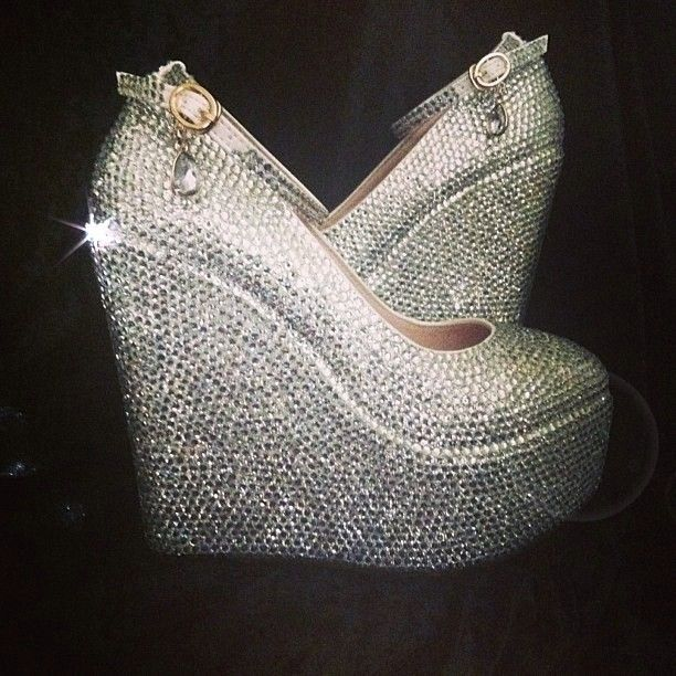 dfd9686ca9 A whole lot of sparkle, a whole lot of look! | Bling Bling | Shoes ...
