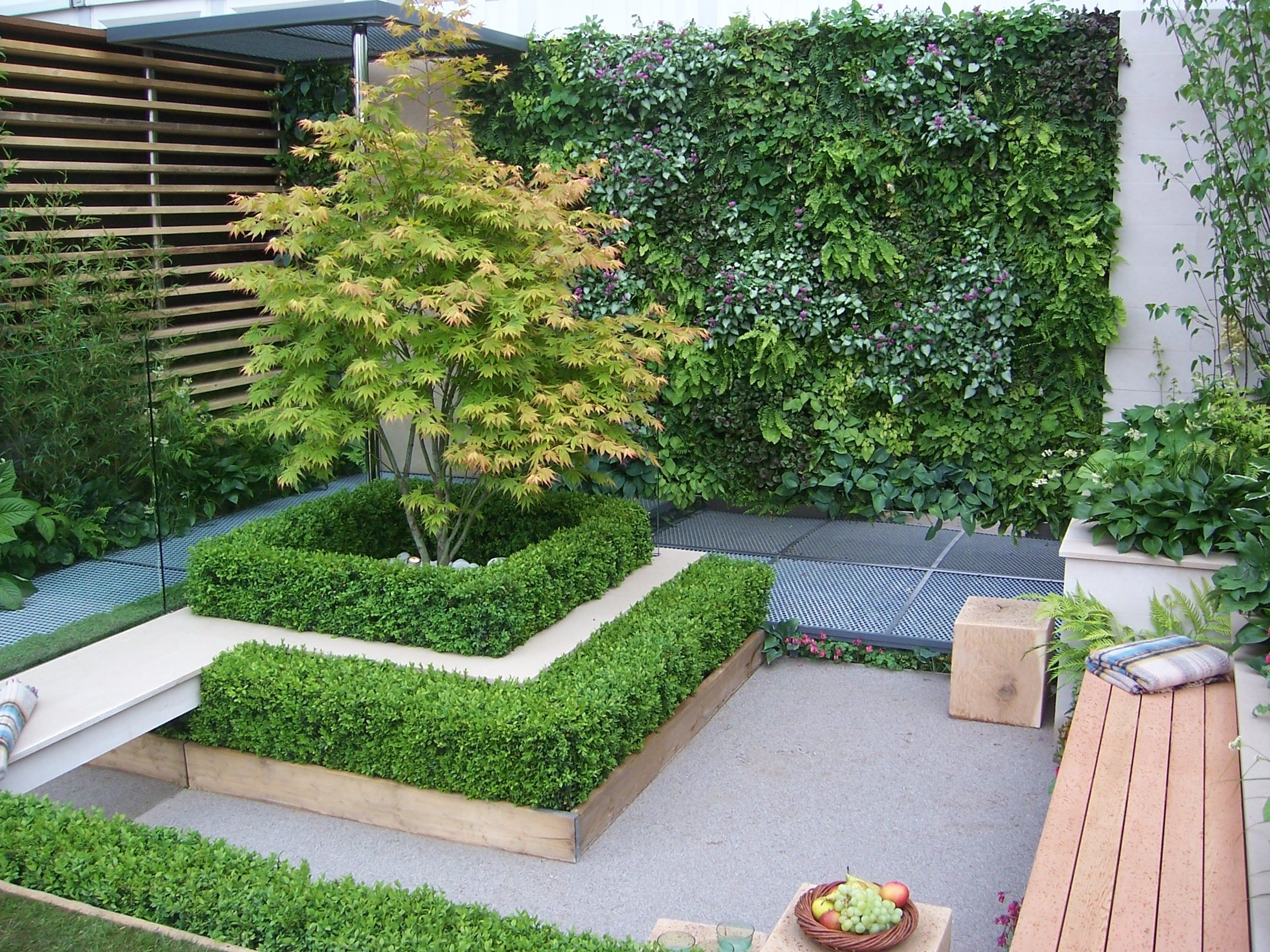 show+gardens |  inner-city garden. this garden won a gold medal