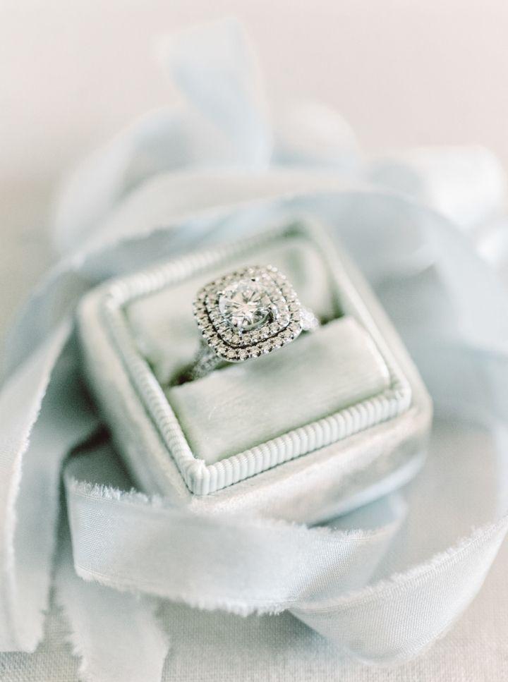 Halo setting | Halo engagement ring | fabmood.com #weddingideas #haloengagementring