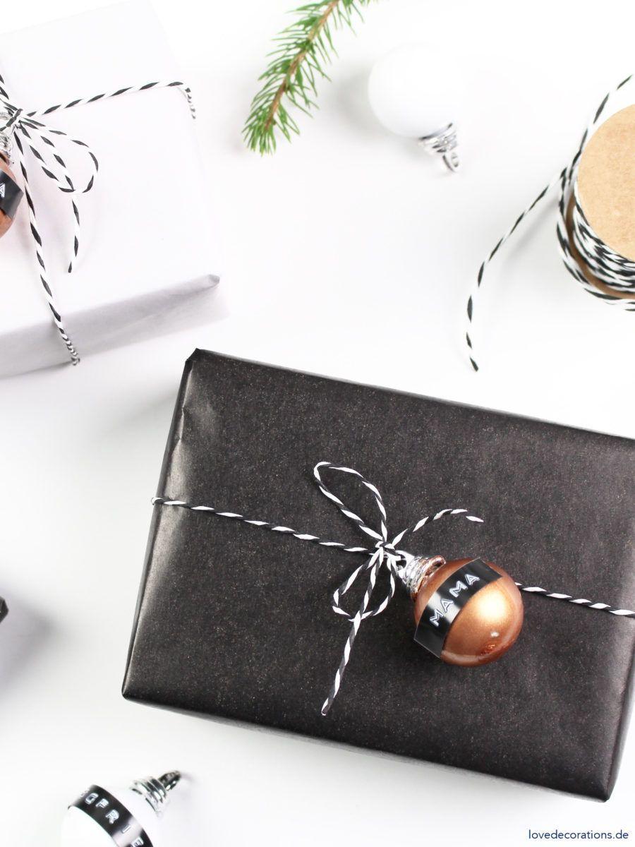 Diy geschenkanhnger mit weihnachtskugel und dymo diys and decoration diy christmas tree ornament as gift wrapping topper diy geschenkanhnger mit weihnachtskugel und dymo solutioingenieria Images