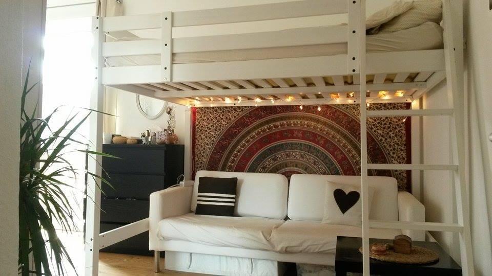 Hochbett Köln gemütliches hochbett mit wandteppich und lichterkette