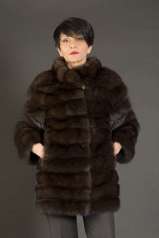 I don't currently have a good coat for formal wear, so I've been looking for one. This fur coat is beautiful and looks really comfortable! It would work great with a lot of my formal clothes!