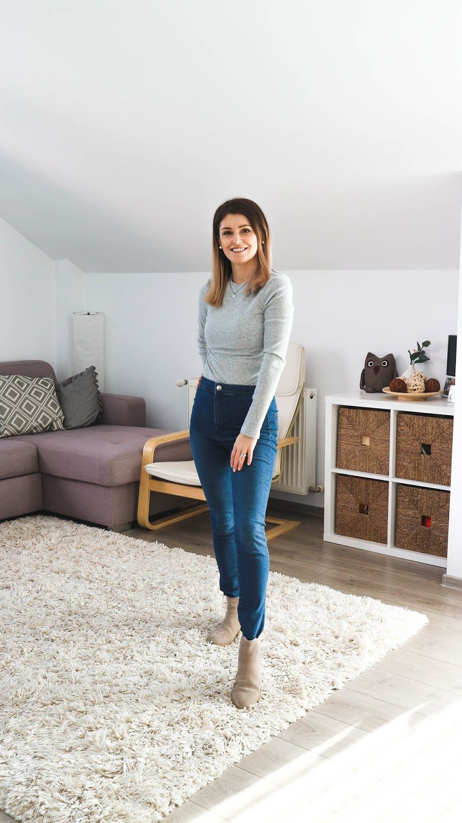 Ribbed Grey Top, High Rise Skinny Jeans, Beige Ankle Boots | Simple Mom Outfits #momstyle #momoutfit #momfashion #outfit #springstyle #skinnyjeansandankleboots