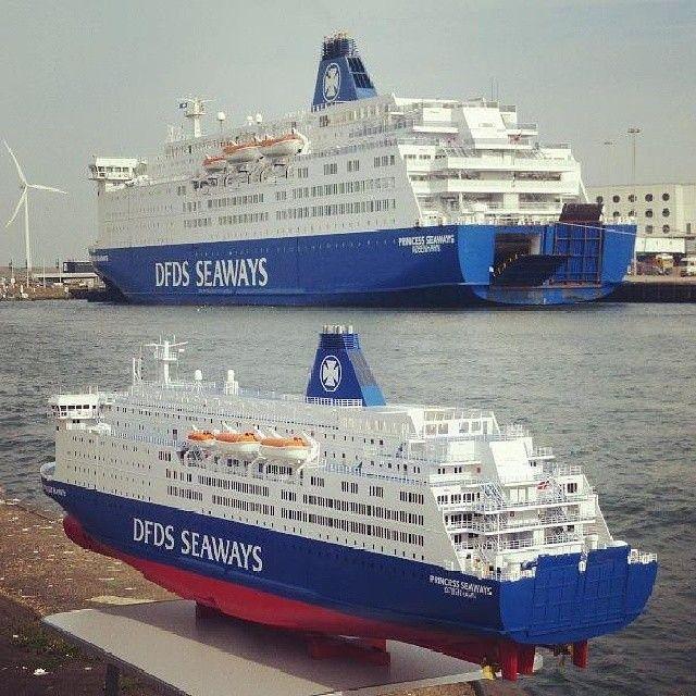 Princess Seaways Met Op De Achtergrond Een Schaalmodel Zie Jij De