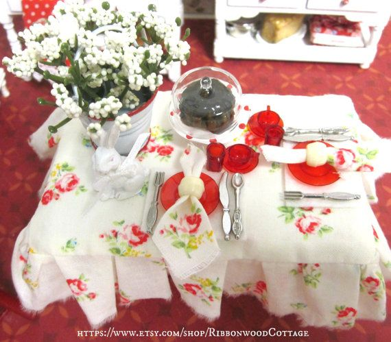 Springtime Red and White Table and by RibbonwoodCottage on Etsy, $68.00...........•❤° Nims °❤•