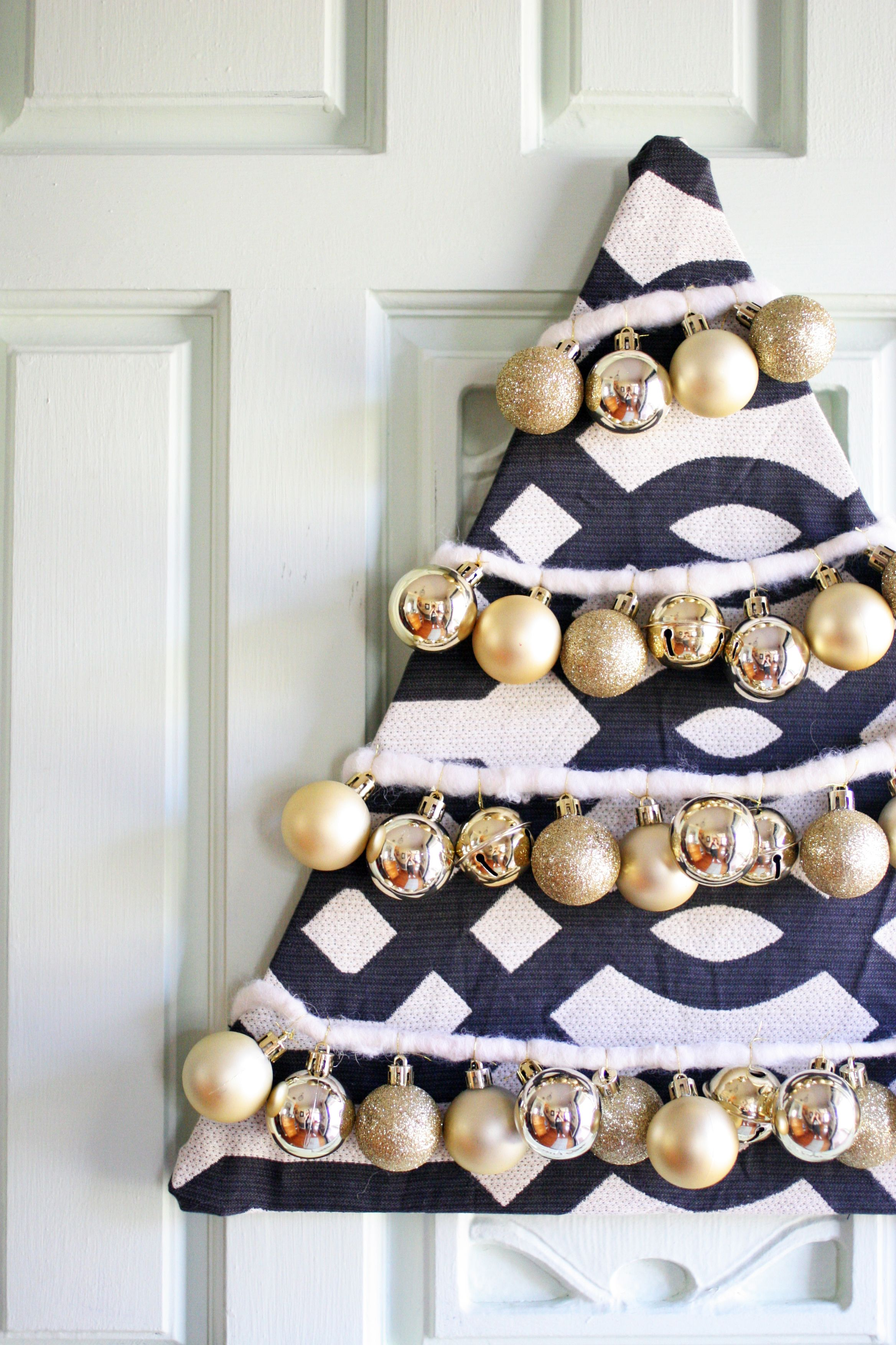 How to make a Beautiful DIY Christmas Tree Wreath | Pinterest ...