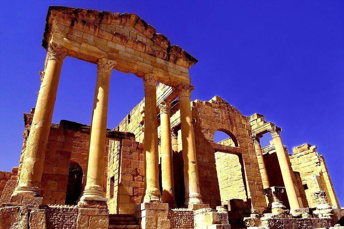 Un Joyau De La Tunisie Romaine Le Superbe Capitole à Trois Temples De Sbeïtla Culture Travel Foreign Culture Touring