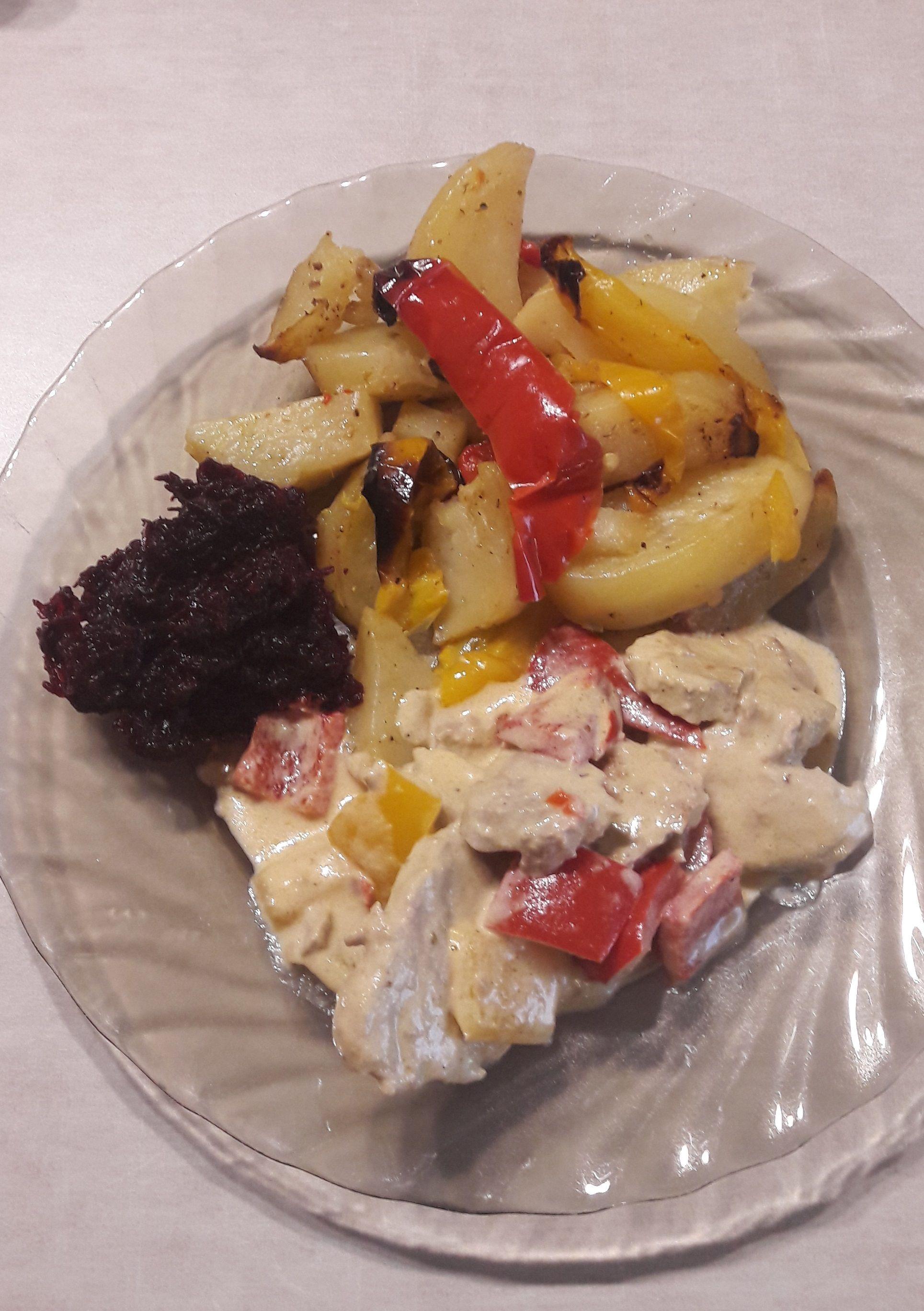 Delikatne polędwiczki w wyśmienitym sosie musztardowym. Świetnie komponują się z makaronem, ale także z ryżem lub ziemniakami.  #poledwica #polędwica #polędwiczki #polędwiczkiwsosiemusztardowym  #obiad #naobiad #daniazwieprzowiny #mięso #pasibrzuszek #blogkulinarny #blogerkulinarny