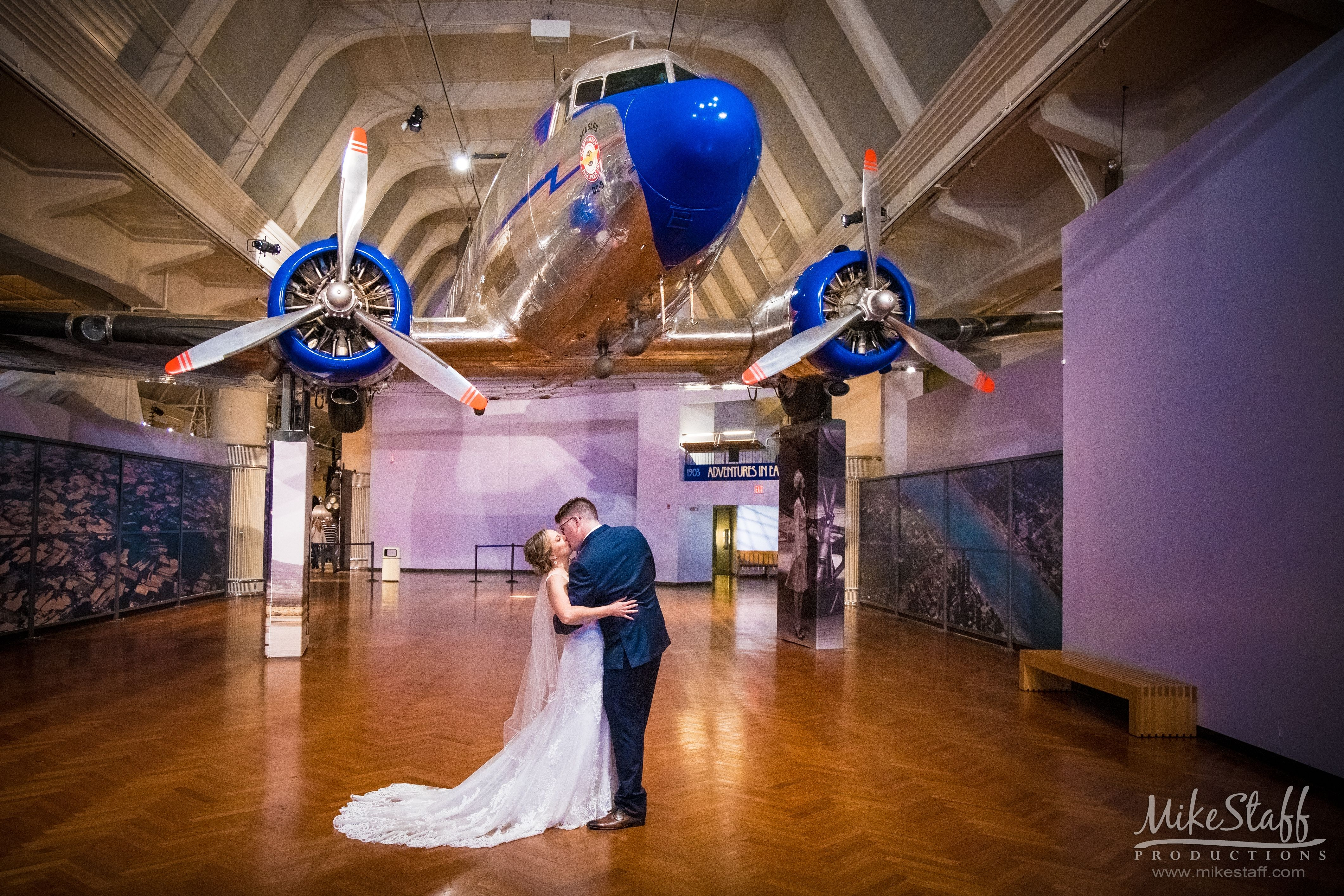 Have you read how to hire a great dj detroit wedding