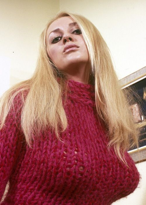 Pin by typman on sweterki pinterest pullover curves - Diva futura su sky ...