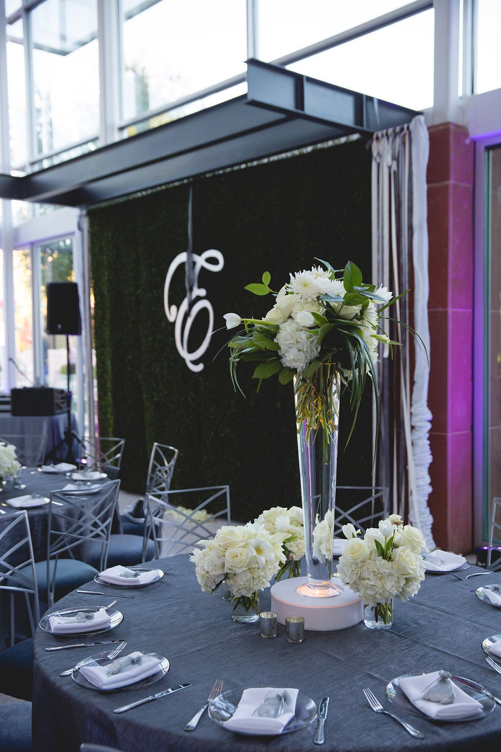 Wedding Reception With Gray Table Linens White Napkins And Modern Centerpiece Jeff Amber Photography The Clayton On Park