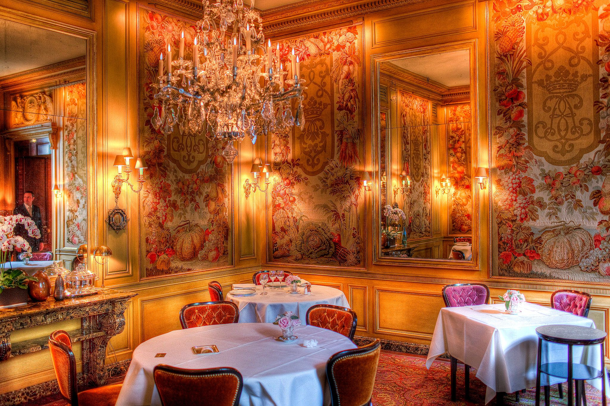 L 39 ambroisie paris the most beautiful dining room makes for The most beautiful dining rooms