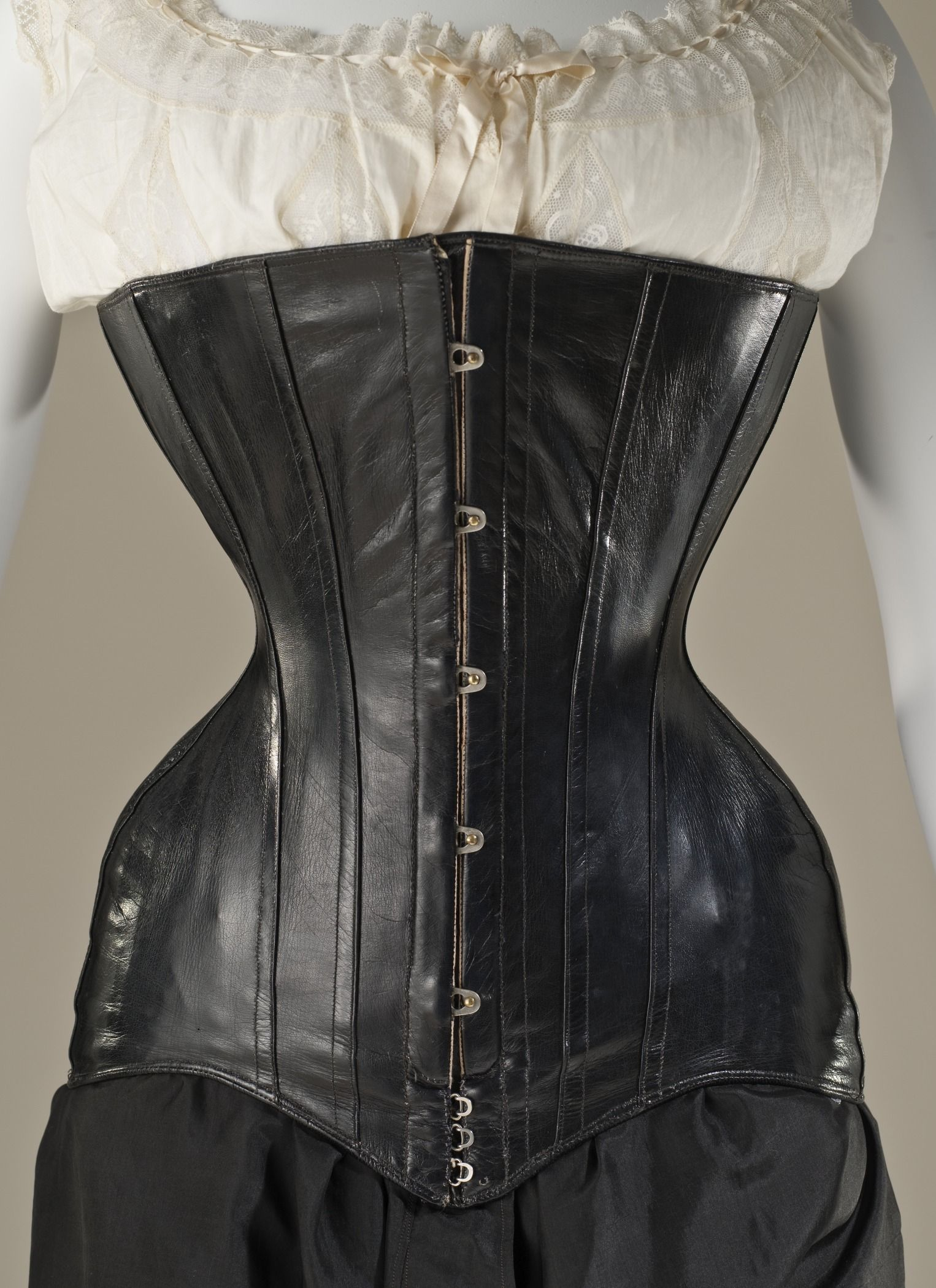 1900, English, Leather And Metal.