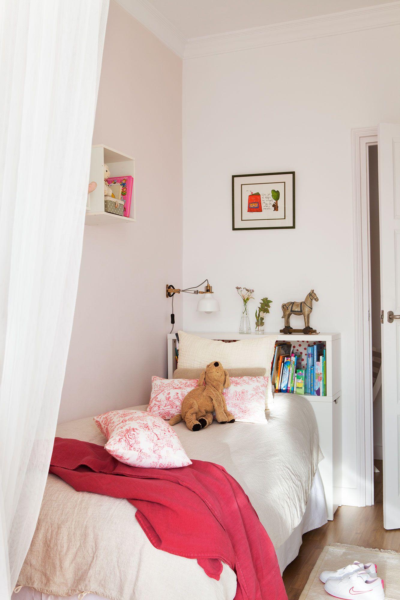 En la cama cabecero flaxa de ikea y colcha y plaid de for Ikea colchas cama