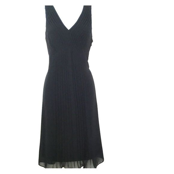 Beautiful classic navy blue dress. This beautiful class navy blue sleeveless dress is perfect for dinners out, holiday parties and can be dressed down in the summer as a nice sun dress. Ann Taylor Dresses Midi