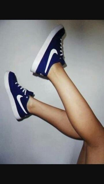 d4743a89158 Why do lots of women wear sneakers without socks? - Quora | Shoes ...