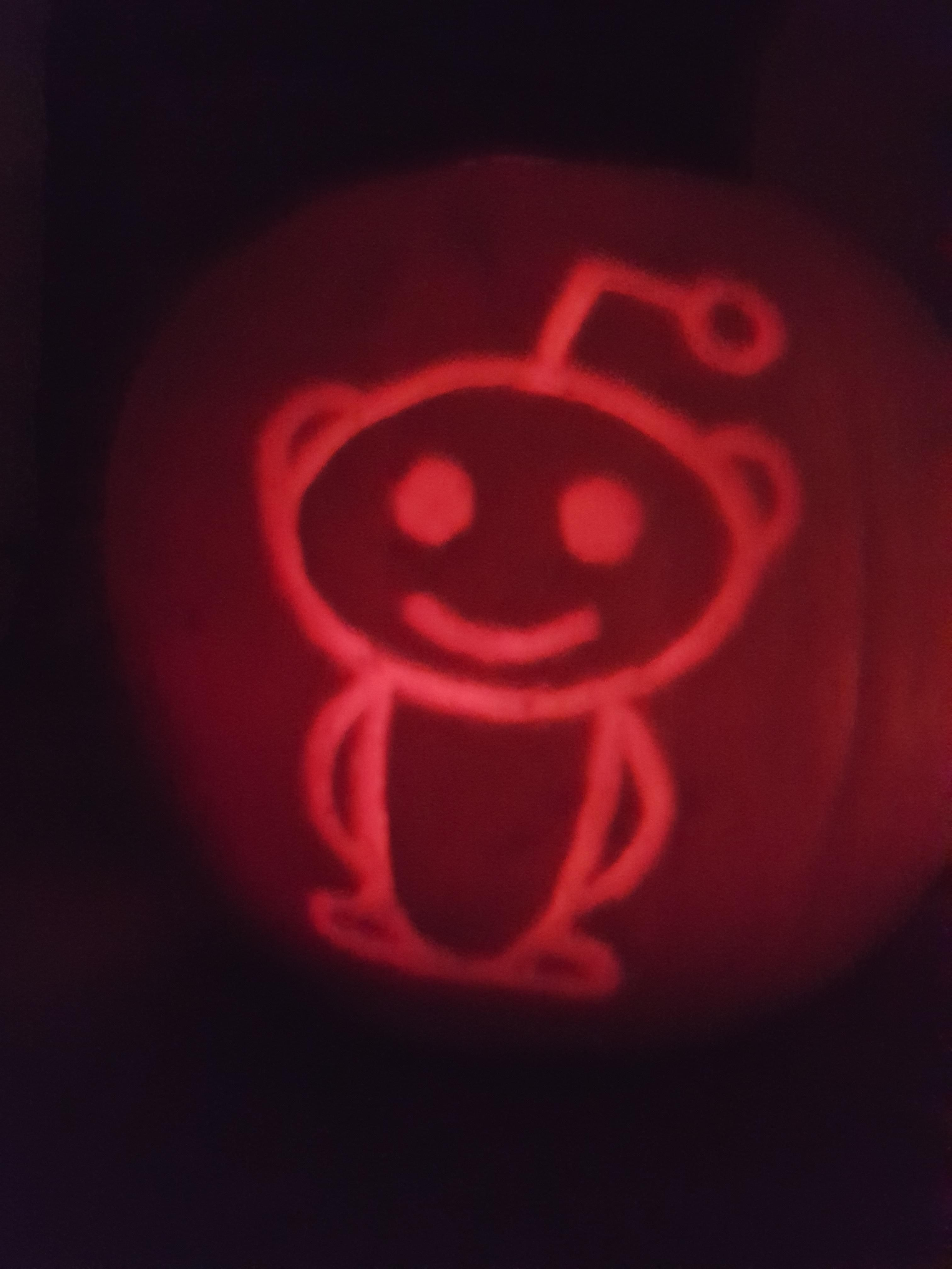 jmsrpsLittle reddit snoo on that back of this year\u0027s pumpkin! And - glow in the dark halloween decorations