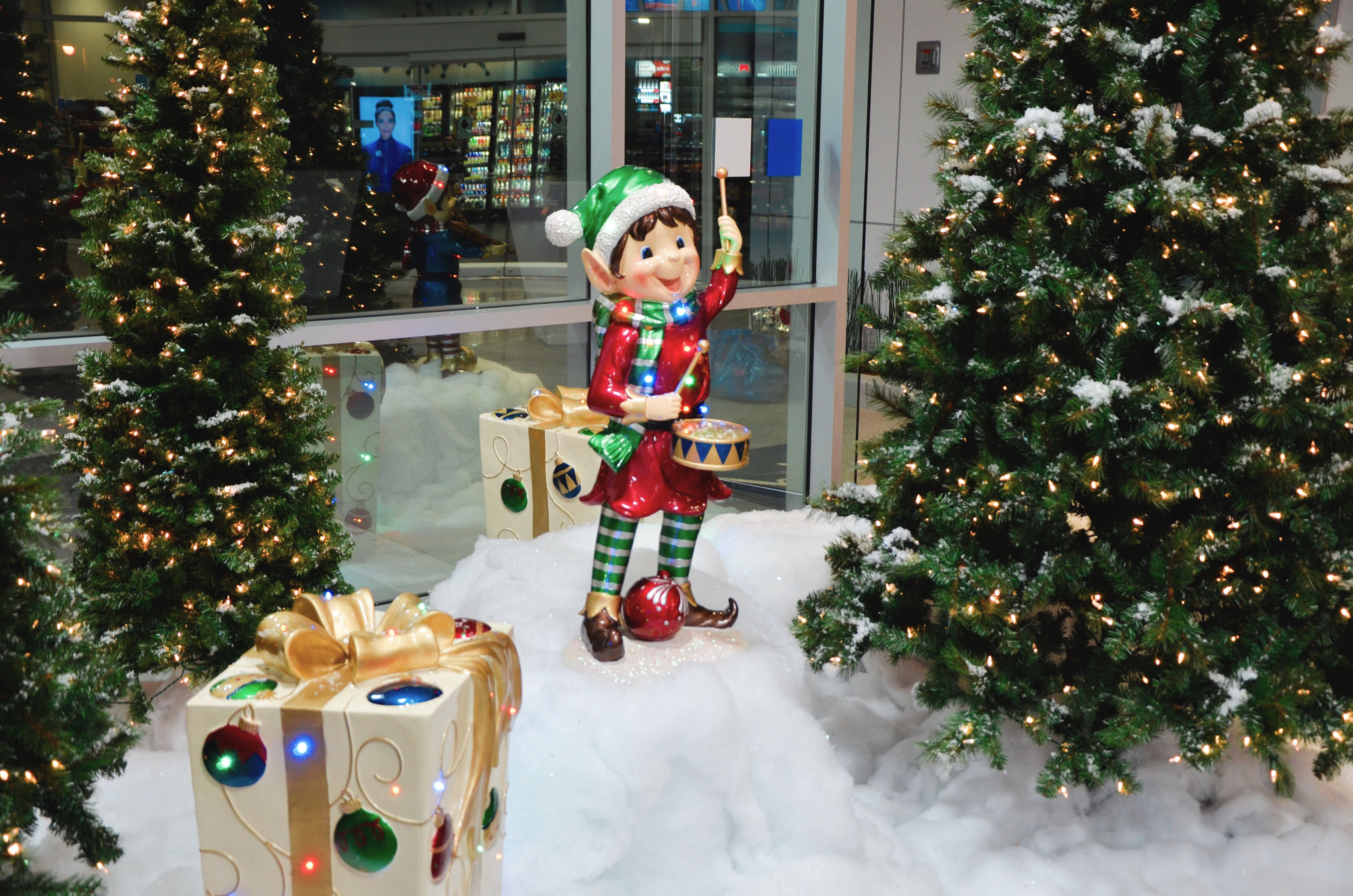 Christmas Elf Christmas Scene By The Christmas Specialists