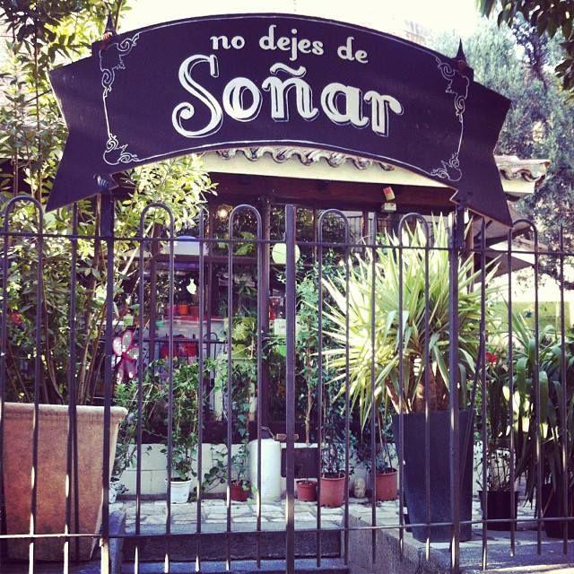 No dejes de Soñar, en la puerta de un vivero en Madrid.   www.espaciosvivos.es
