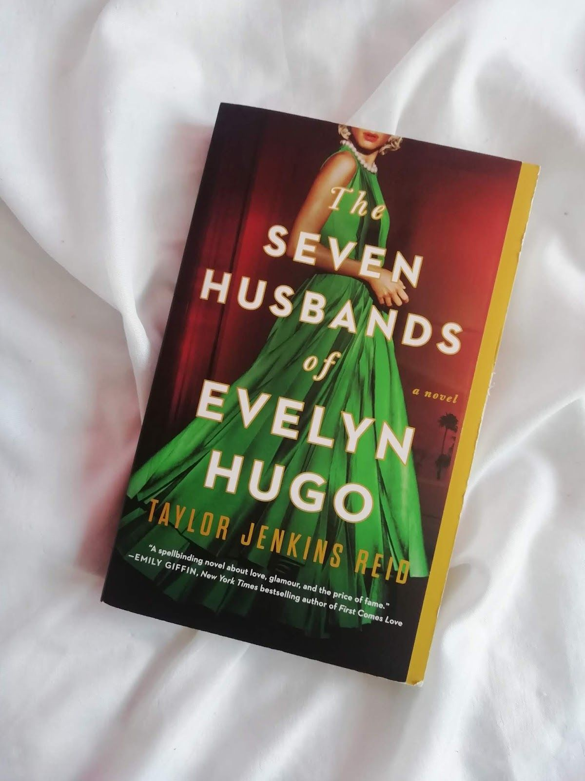 The 7 Husbands of Evelyn Hugo by Taylor Jenkins Re