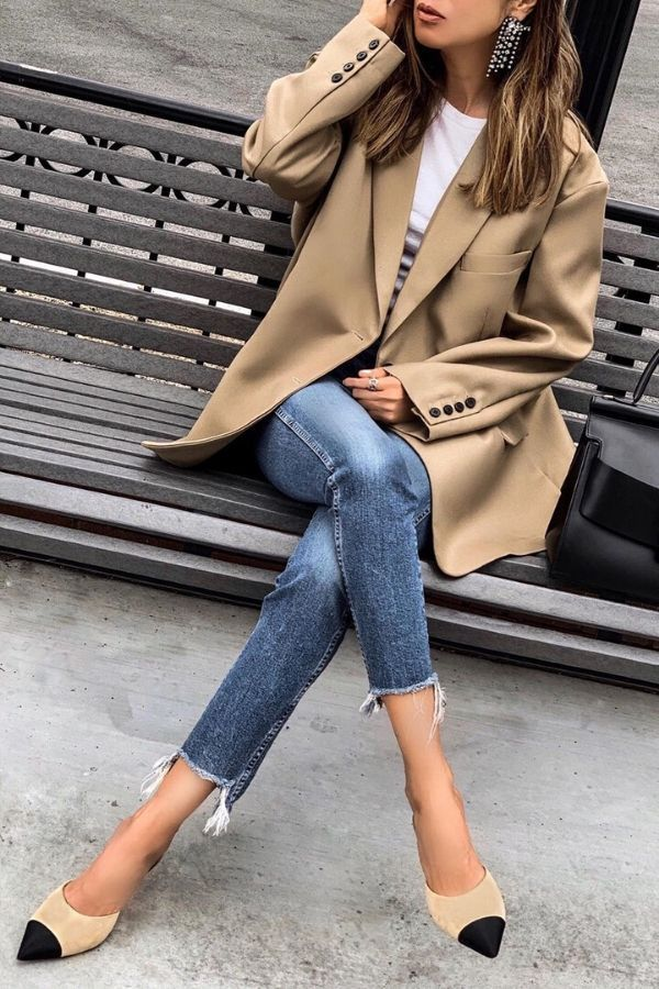 SUMMER WORK OUTFIT #8. CASUAL JEANS WORK OUTFIT | Image  lolariostyle  |Are you looking for women work casual outfits for summer? Perhaps some cute outfits for work. Because wearing summer work casual outfits can be a little of a challenge. We gathered a