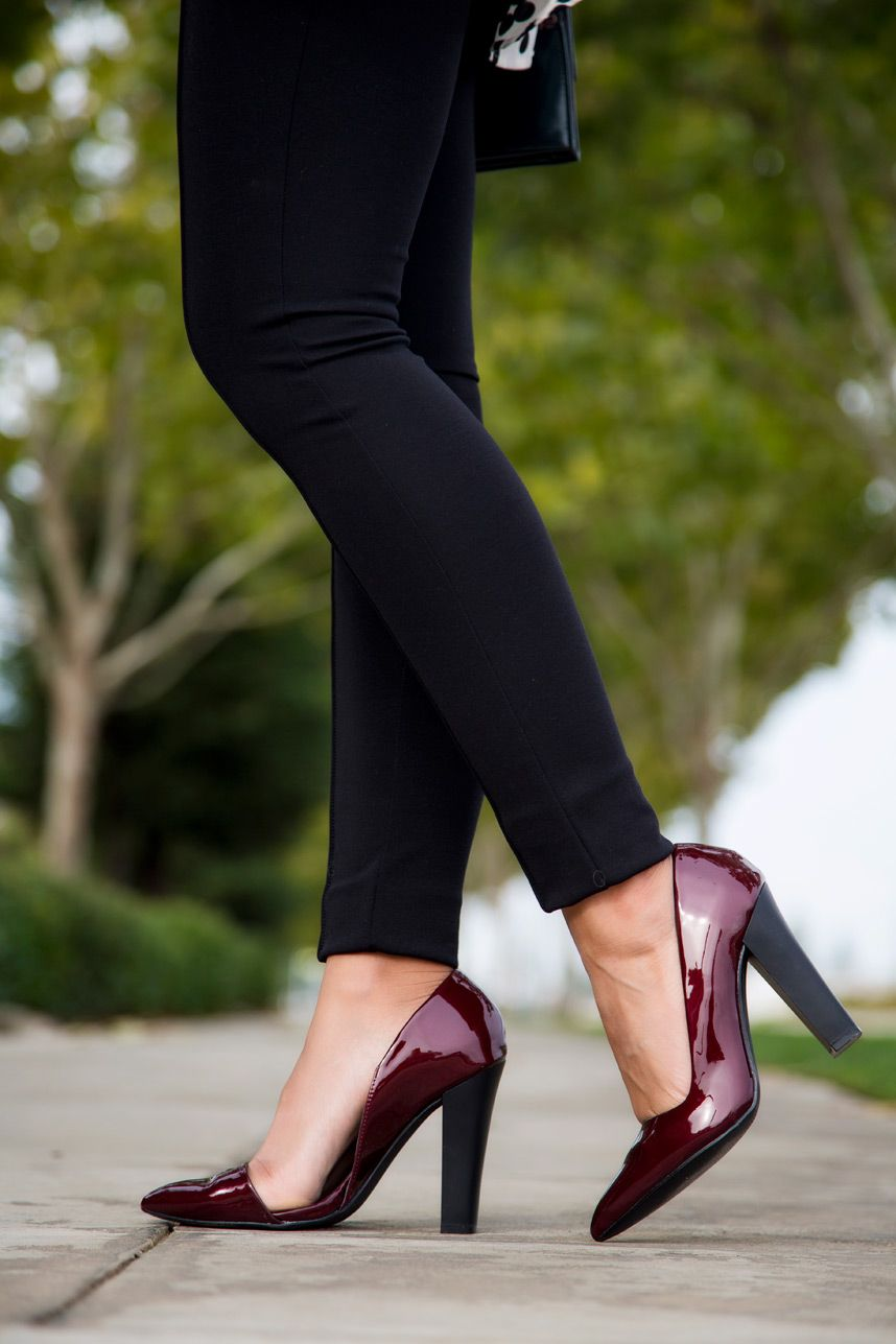 9ceaed812e0266 Black Leggings With Heels- Visit Stylishlyme.com to read what to wear with  leggings and some great style tips. If you re wondering how to wear leggings
