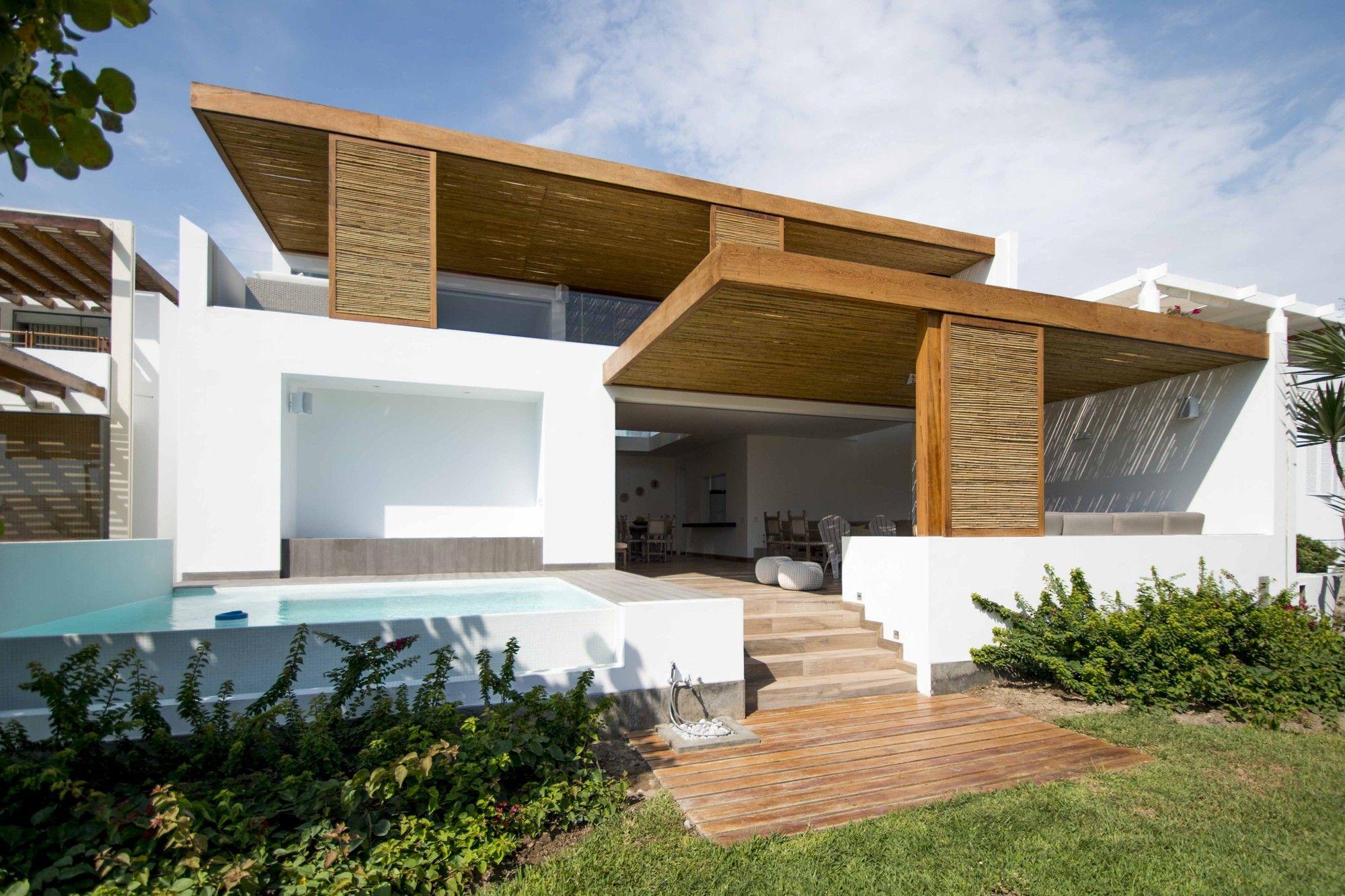 Imagen 3 de 23 de la galería de La casa Panda / DA-LAB Arquitectos. Fotografía de Renzo Rebagliati