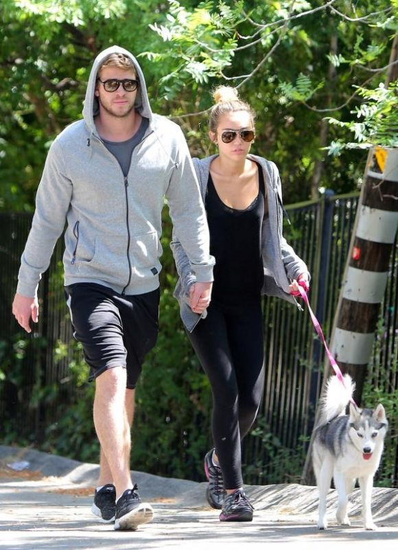 ray ban 3428  Miley Cyrus Walking Her Dog in Studio City April 5 2012