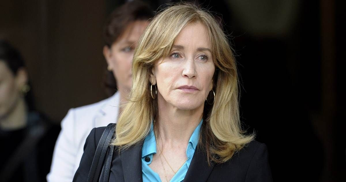 Felicity huffman 13 others to plead guilty in college