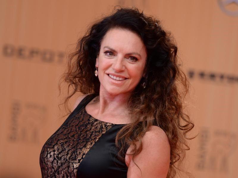 Die Schauspielerin Christine Neubauer Spielt Eine Kochin Mit Hang Zum Drama Foto Britta Pedersen Celebs Actors Christine
