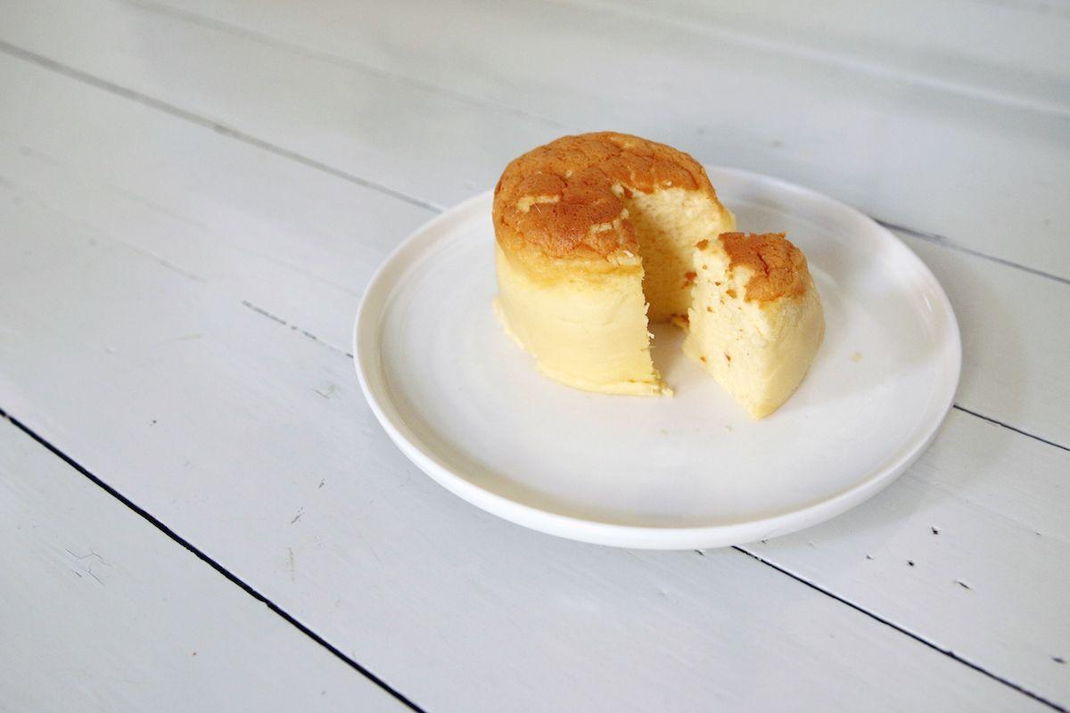Aamukahvilla: kolmen aineksen juustokakku