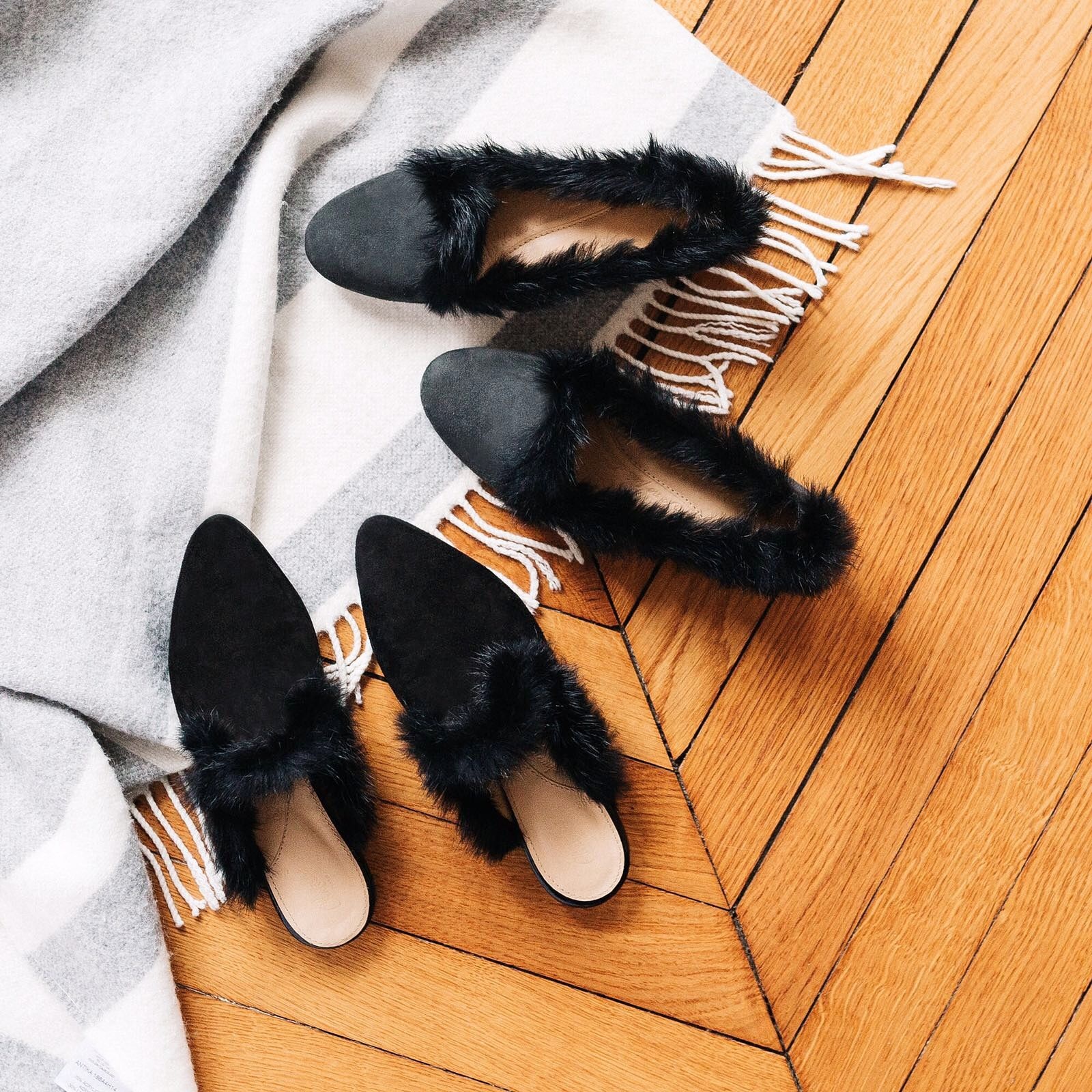 https://www.mychatelles.com/en/collection/new-arrivals  Cosy and rich black fur with suede for a cold Autumn day! ❄️☕️🍂 #CosyTime #ShineInFlats #EffortlessChic #NewStyles