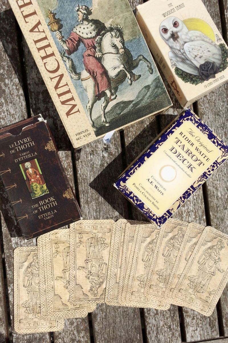 How to use the right tarot deck for beginners image
