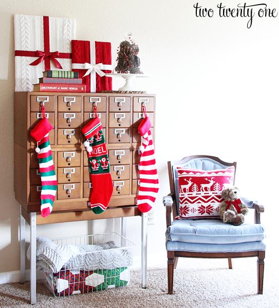 Gorgeous #Christmas vignette via @Chelsea {twotwentyone.net}