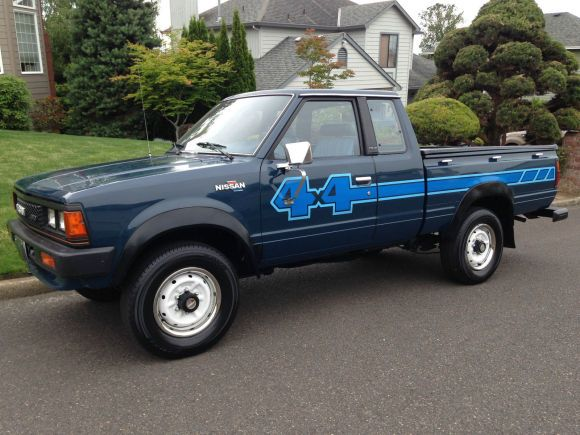 1985 Nissan 4x4 Truck Not a tiny van but great looking