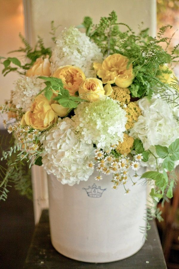 Love Yellow And White I See Beauty Around Me Flower Arrangements Beautiful Flowers Beautiful Flower Arrangements