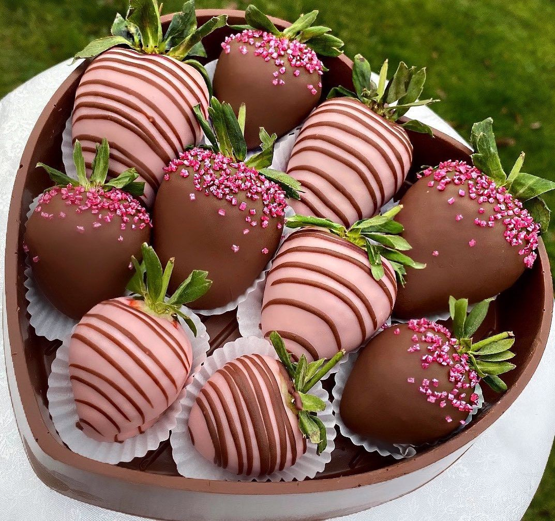 Pin By Matryoshka Wadhwani On Chocolate Coated Strawberries Chocolate Covered Fruit Chocolate Coated Strawberries Chocolate Covered Strawberry Recipe