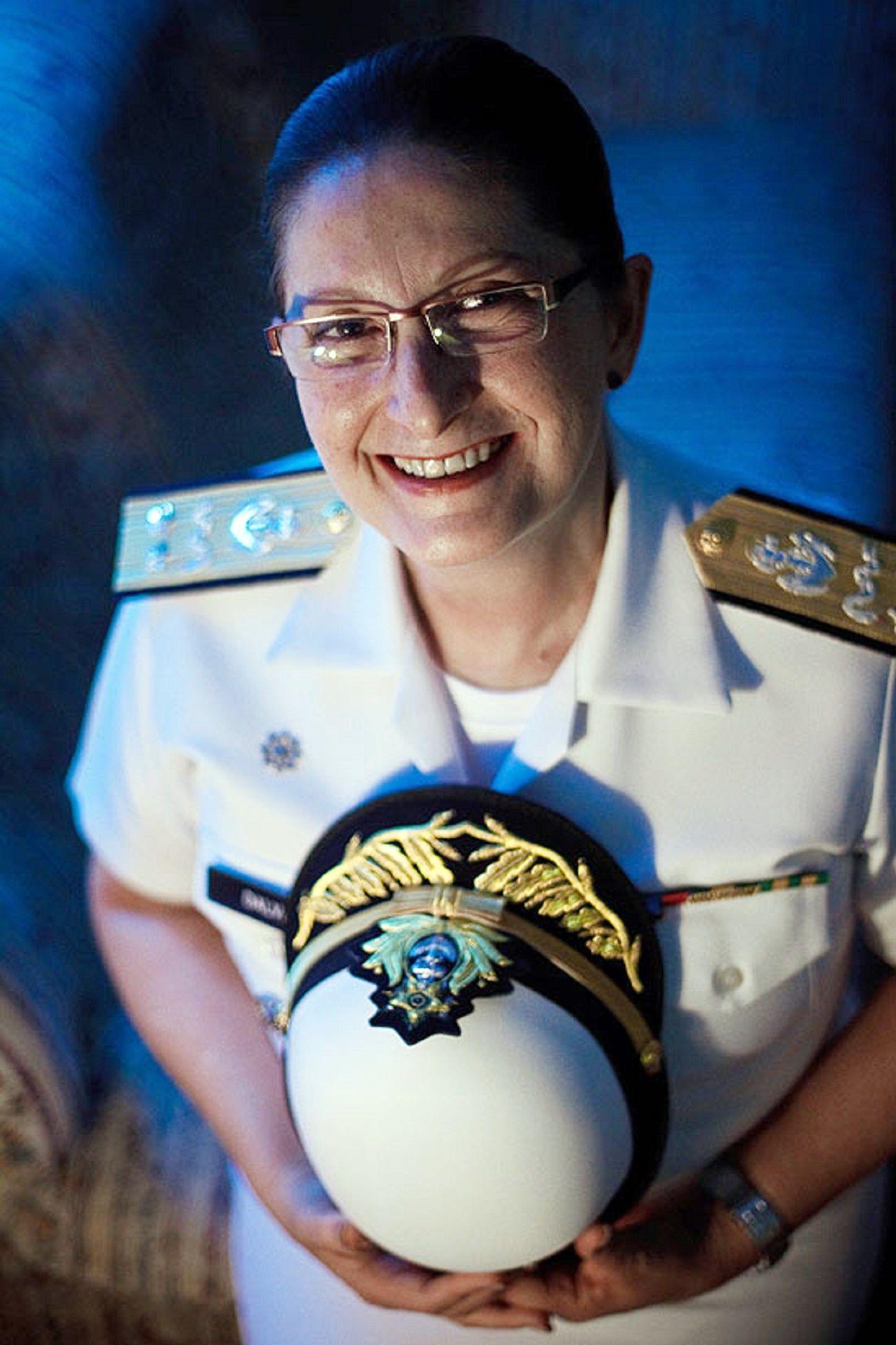 Contra-almirante médica Dalva Maria Carvalho Mendes, 1ª Oficial General da Marinha do Brasil.